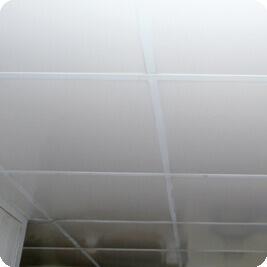 Faux plafond PVC blanche cuisine professionnelle