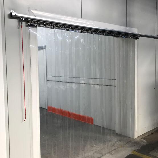 Rideau à lanières PVC coulissant fermé