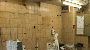 Mur carrelé avant pose des plaques PVC