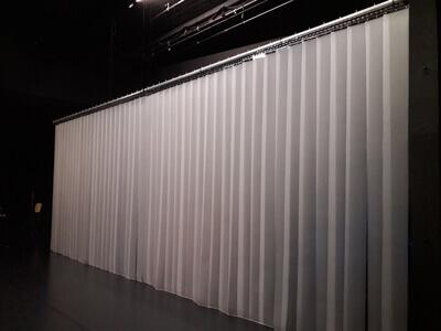Rideau a lanieres PVC decor de spectacle scenographie