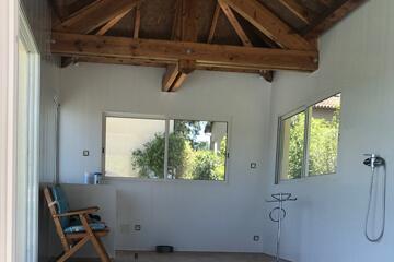 Spa après la pose de lambris PVC sur les murs