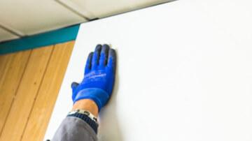 Pose de plaque PVC sur mur lisse et plat