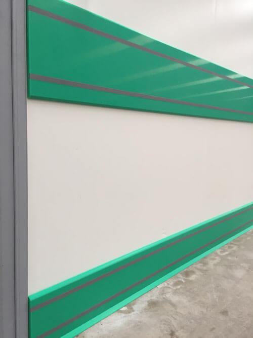 Plinthe et lisse de protection murale PEHD assorties